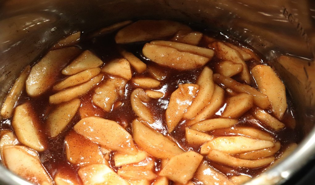 Instant-Pot_apples-and-cinnamon